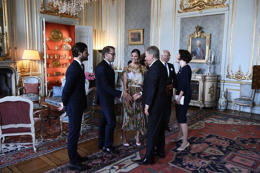 La famille royale de Suède avec le couple présidentiel finlandais à Stockholm, le 24 août 2017