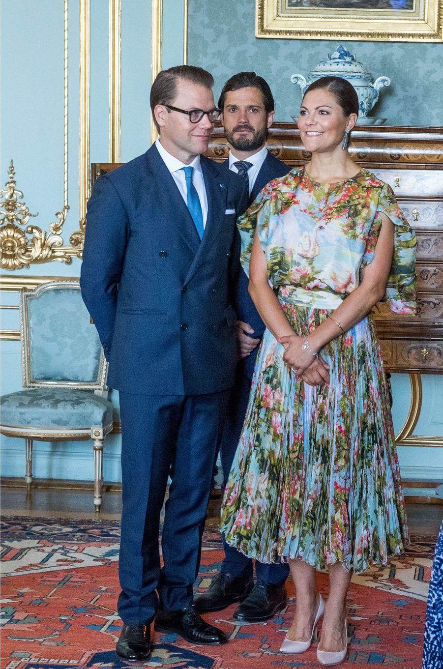 La princesse Victoria de Suède avec les princes Daniel et Carl Philip à Stockholm, le 24 août 2017