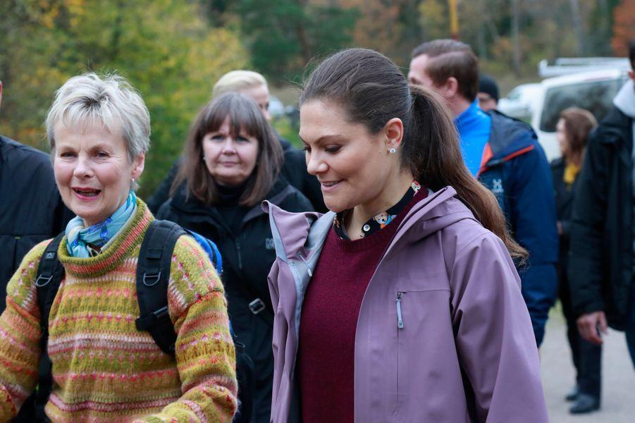 La princesse Victoria de Suède en randonnée dans le comté d'Östergötland, le 26 octobre 2017