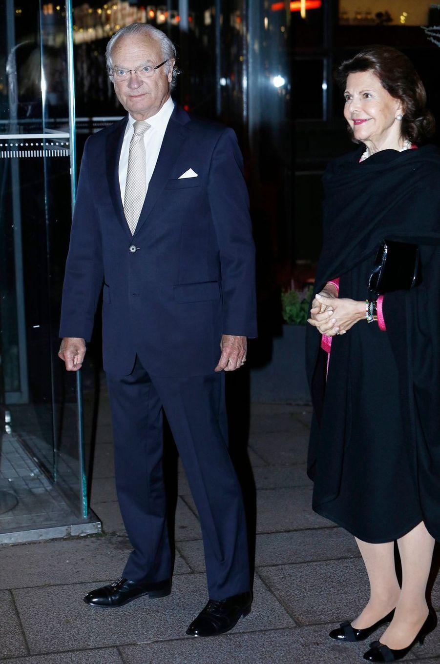 La reine Silvia et le roi Carl XVI Gustaf de Suède à Stockholm, le 16 octobre 2017