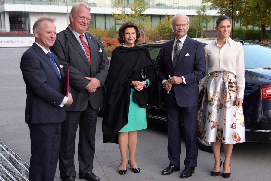 La reine Silvia, le roi Carl XVI Gustaf et la princesse Victoria de Suède à Solna, le 16 octobre 2017