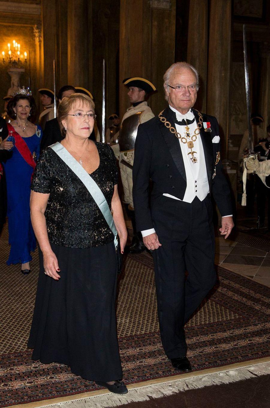 Le roi Carl XVI Gustaf de Suède avec Michelle Bachelet à Stockholm, le 10 mai 2016