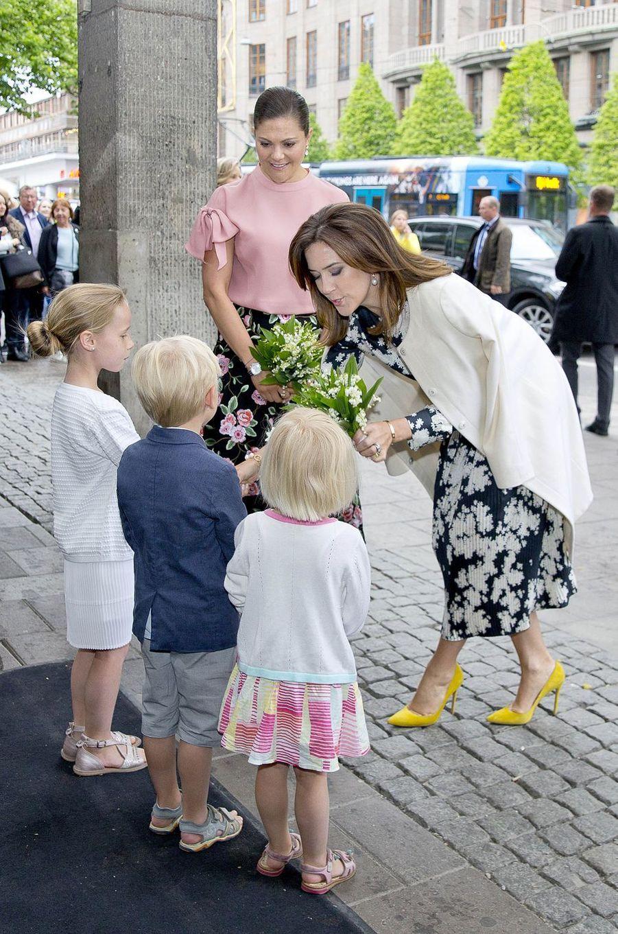 La princesse Victoria de Suède avec la princesse Mary de Danemark à Stockholm, le 30 mai 2017