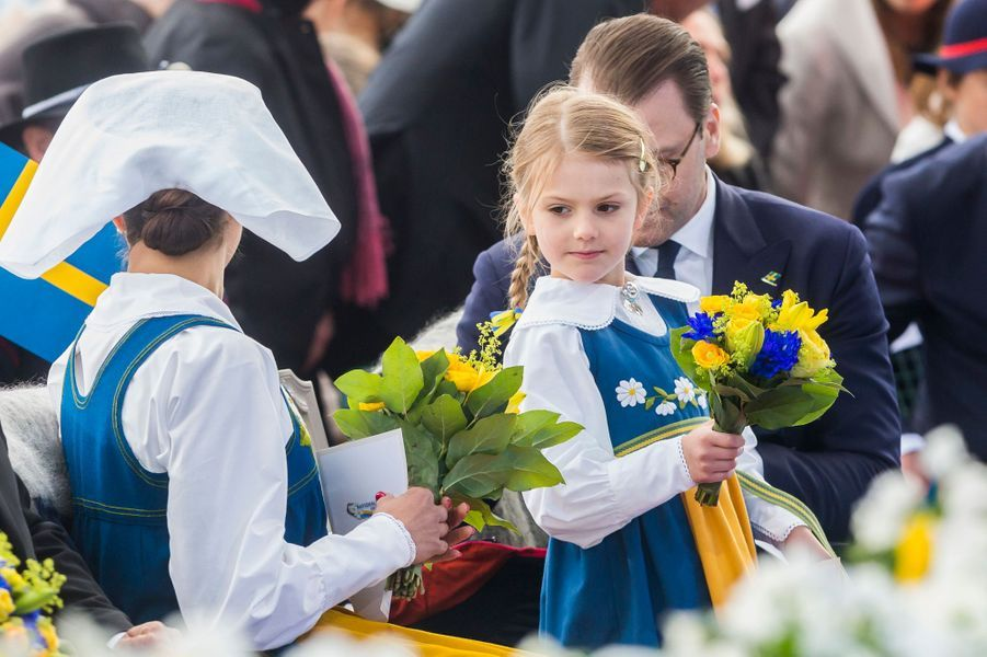 La princesse Estelle de Suède avec ses parents à Stockholm, le 6 juin 2018