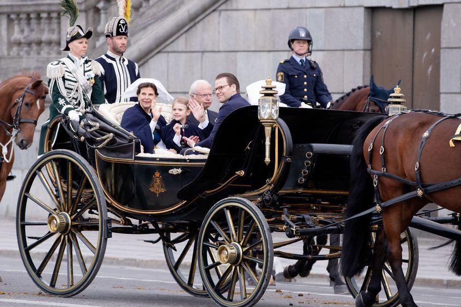 La reine Silvia, les princesses Victoria et Estelle, le roi Carl XVI Gustaf et le prince Daniel de Suède à Stockholm, le 6 juin 2018
