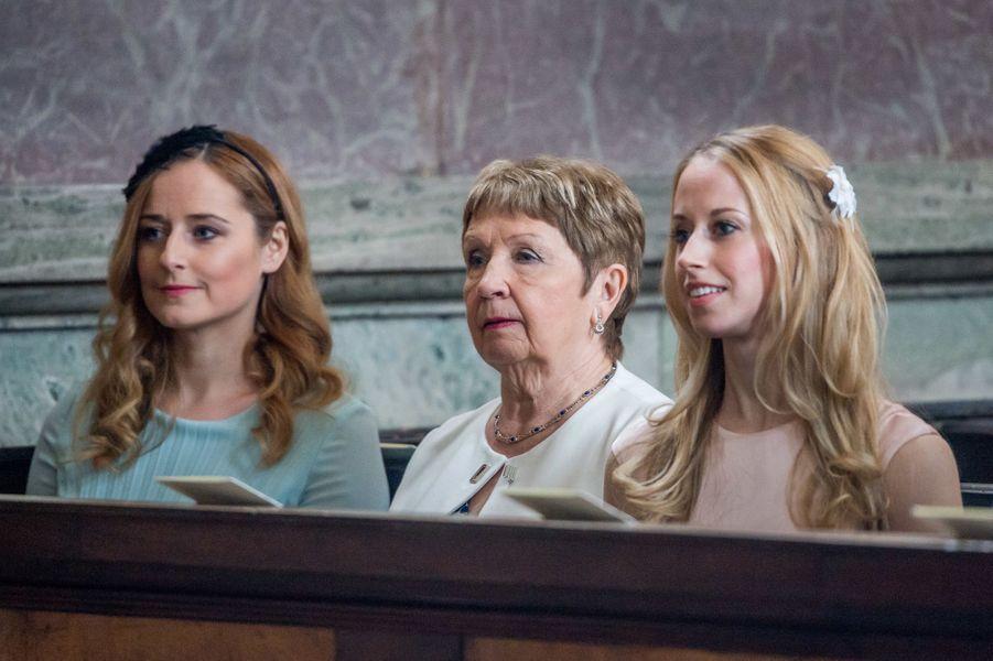 La grand-mère et les soeurs de la princesse Sofia de Suède à Stockholm, le 22 avril 2016