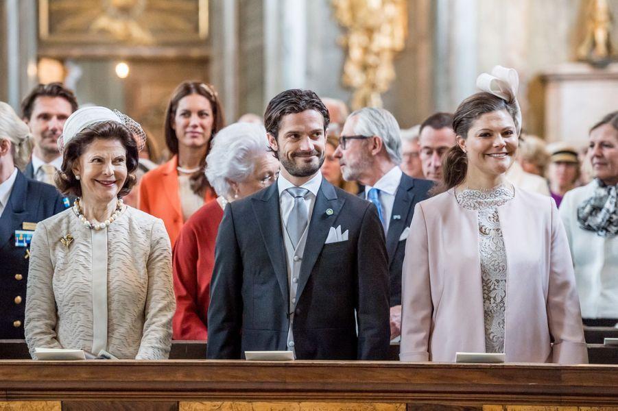 La reine Silvia, le prince Carl Philip et la princesse Victoria de Suède à Stockholm, le 22 avril 2016