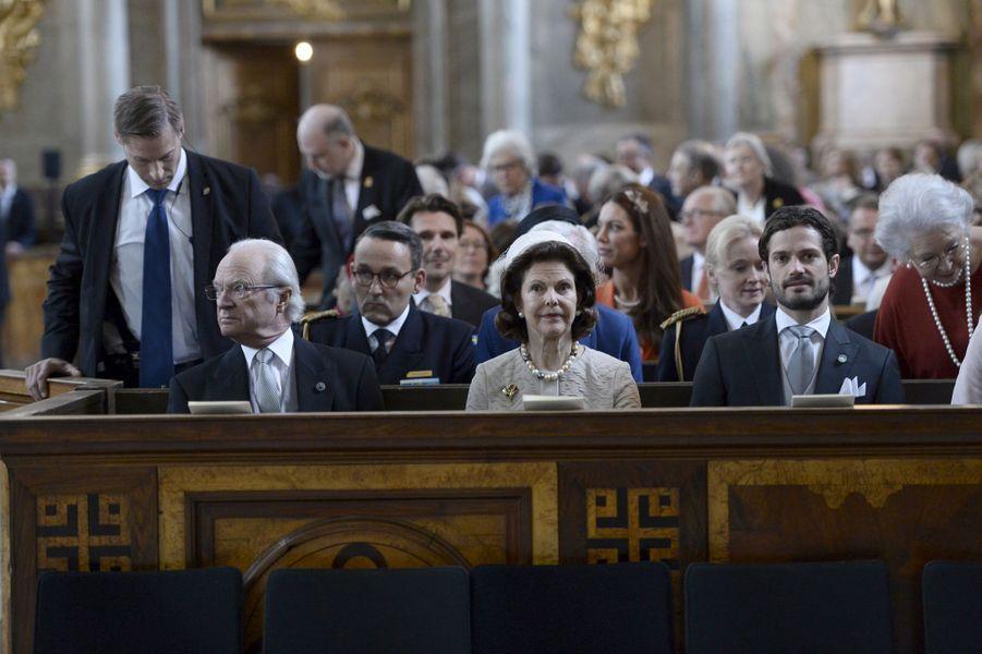 Le roi Carl XVI Gustaf, la reine Silvia et le prince Carl Philip de Suède à Stockholm, le 22 avril 2016