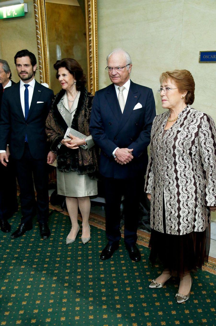 La reine Silvia et le roi Carl XVI Gustaf de Suède avec le prince Carl Philip et Michelle Bachelet à Stockholm, le 11 mai 2016