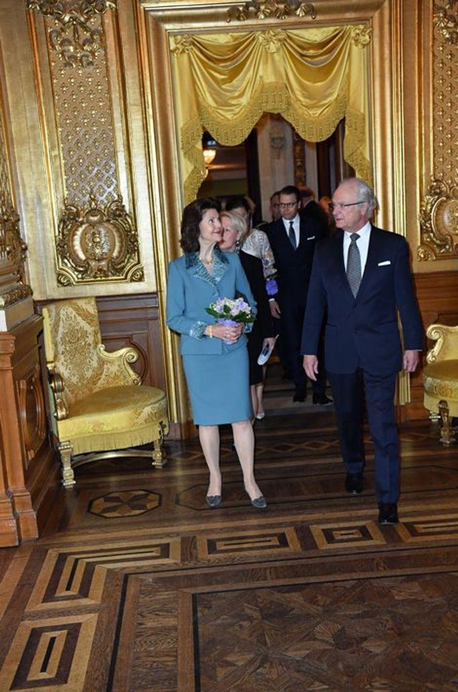 La reine Silvia et le roi Carl XVI Gustaf de Suède à Stockholm, le 29 avril 2016