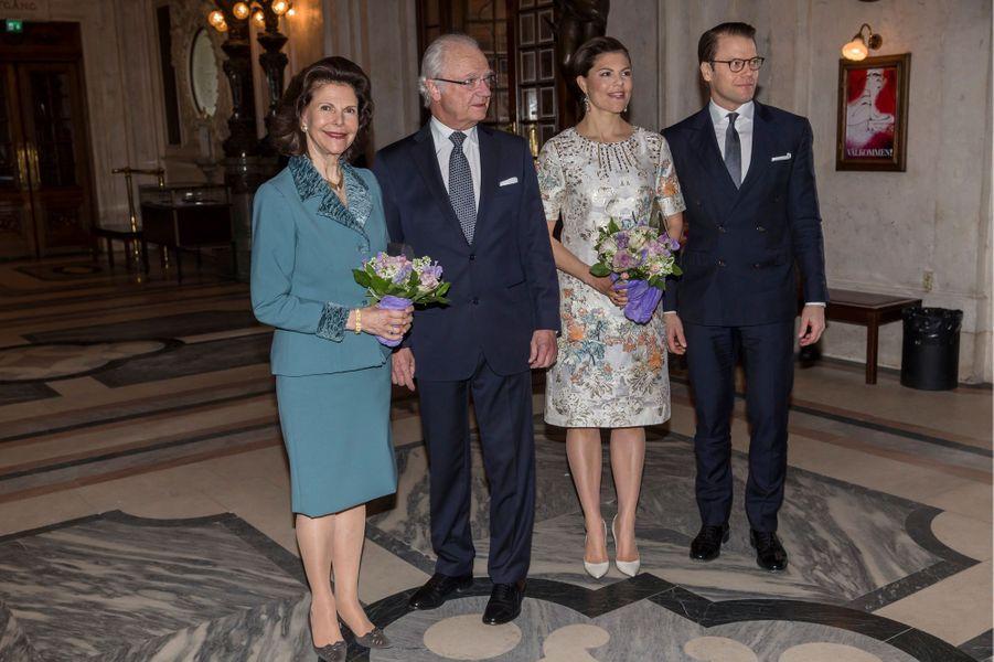 La reine Silvia et le roi Carl XVI Gustaf de Suède avec la princesse Victoria et le prince Daniel à Stockholm, le 29 avril 2016