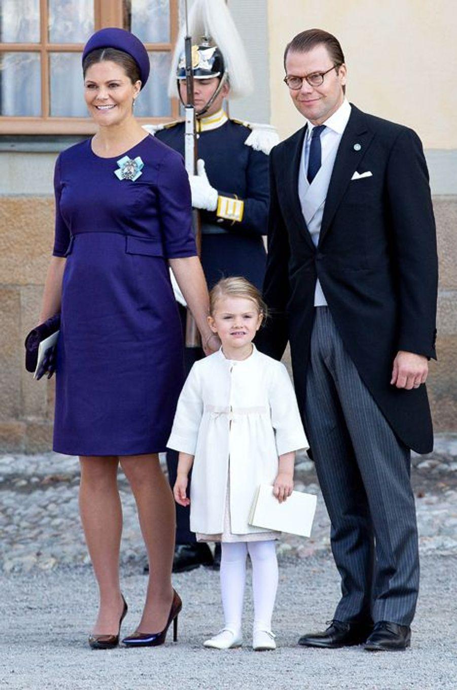 La princesse Victoria de Suède, avec le prince consort Daniel et la princesse Estelle, le 11 octobre 2015