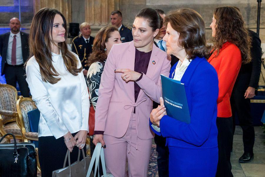 Les princesses Sofia et Victoria et la reine Silvia de Suède à Stockholm, le 11 avril 2018