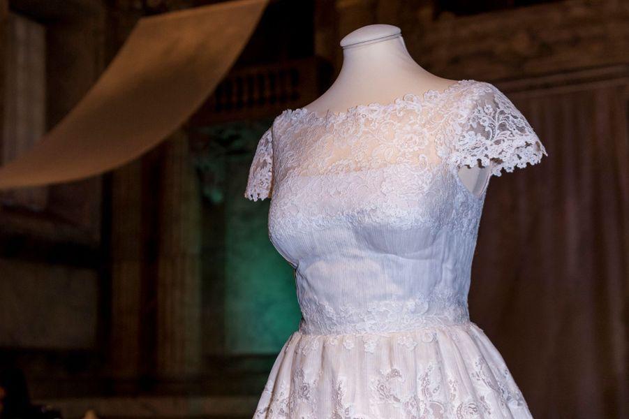 La robe de mariée de la princesse Madeleine de Suède, exposée à Stockholm, le 17 octobre 2016