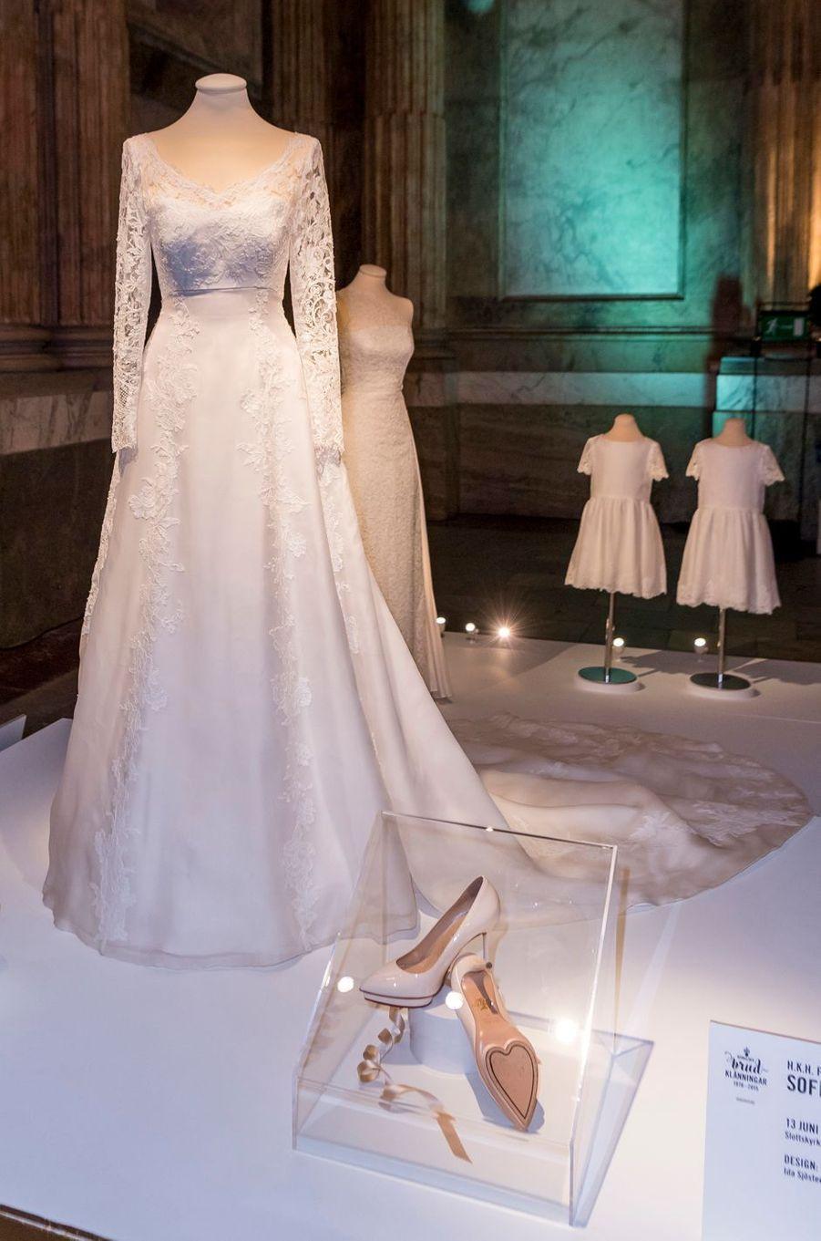 La robe de mariée de Sofia Hellqvist, exposée à Stockholm, le 17 octobre 2016