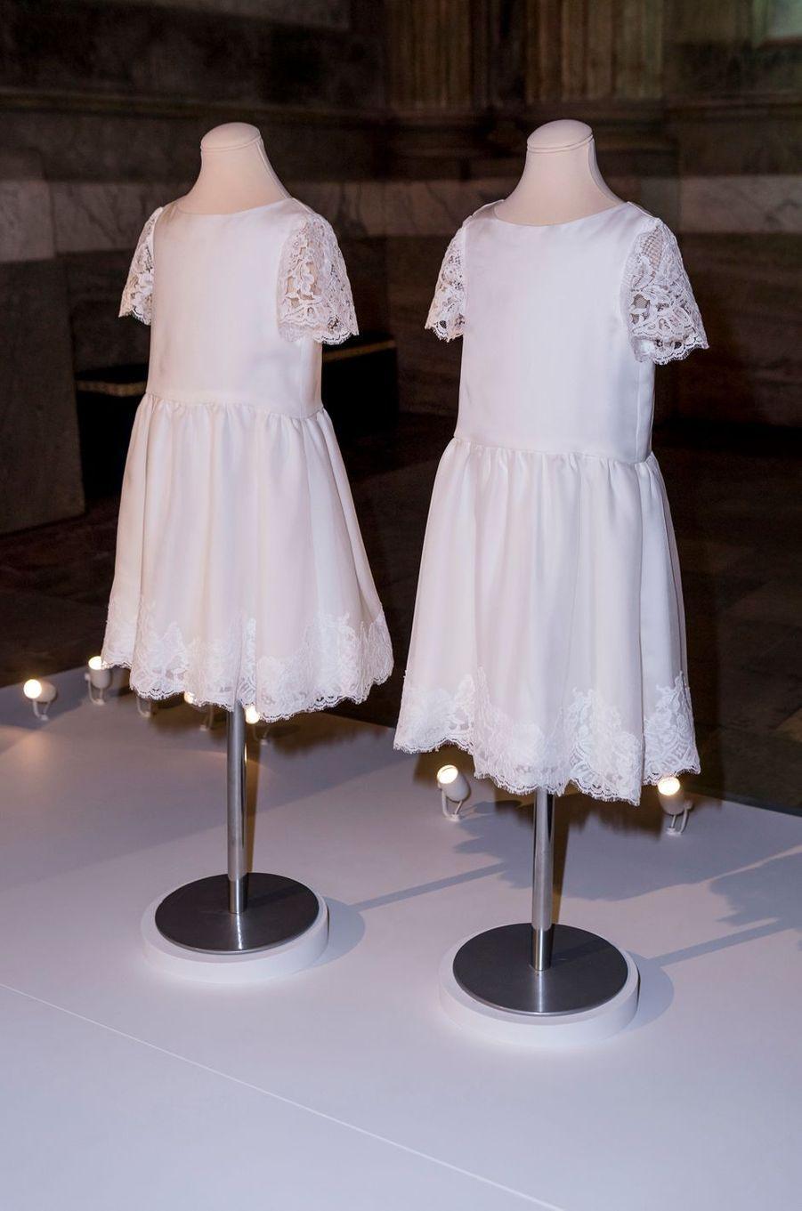 Tenues des demoiselles d'honneur au mariage de lSofia Hellqvist, exposées à Stockholm, le 17 octobre 2016