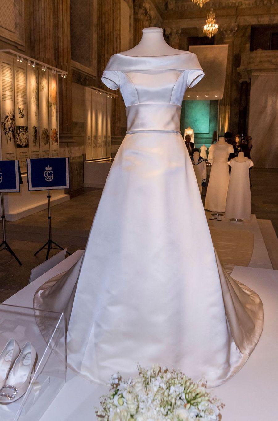 La robe de mariée de la princesse Victoria de Suède, exposée à Stockholm, le 17 octobre 2016
