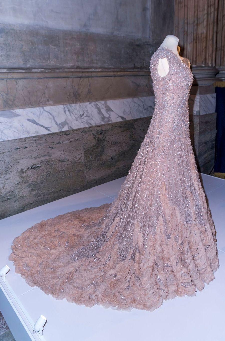 Robe portée par la princesse Victoria de Suède la veille de son mariage, exposée à Stockholm, le 17 octobre 2016