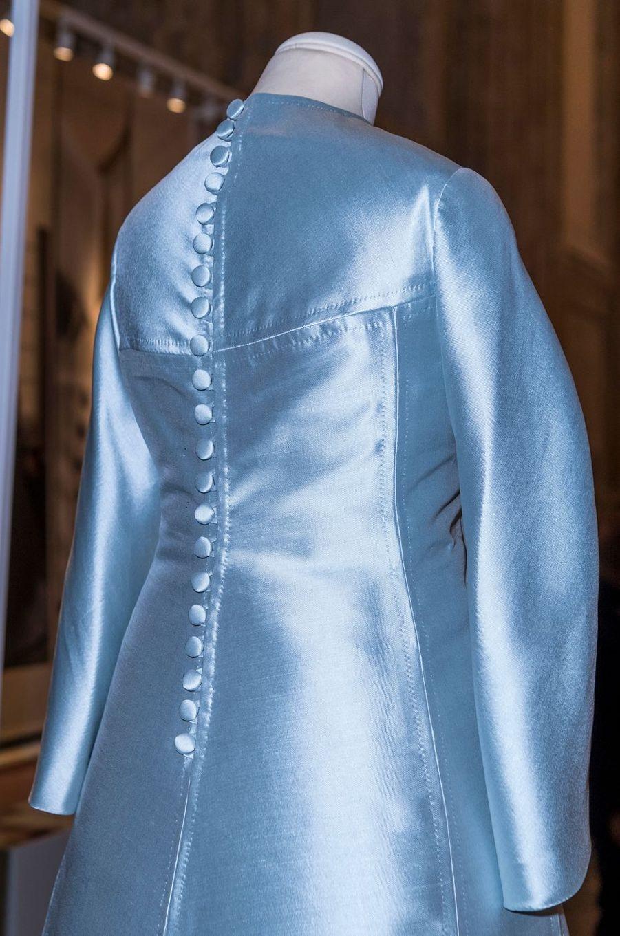 La robe de mariée de la princesse Lilian de Suède, exposée à Stockholm, le 17 octobre 2016