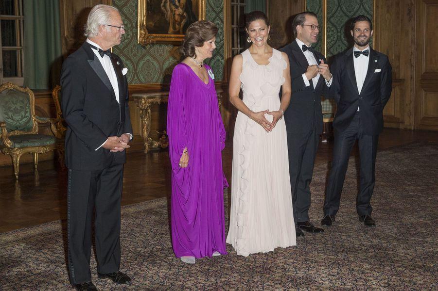 La princesse Victoria de Suède avec la reine Silvia, le roi Carl XVI Gustaf et les princes Daniel et Carl Philip, à Stockholm le 22 septembre 2017