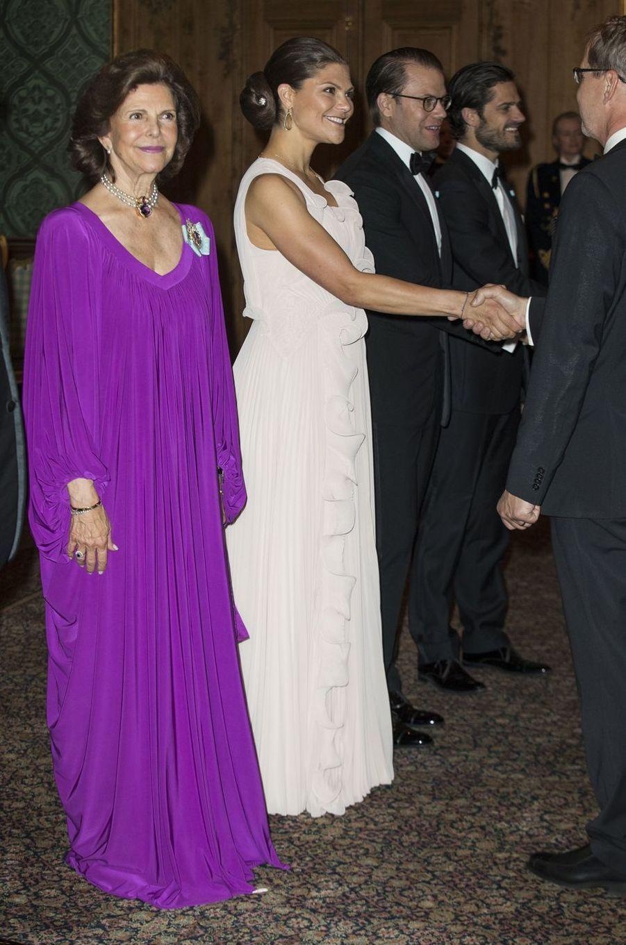 La princesse Victoria de Suède avec la reine Silvia et les princes Daniel et Carl Philip, à Stockholm le 22 septembre 2017