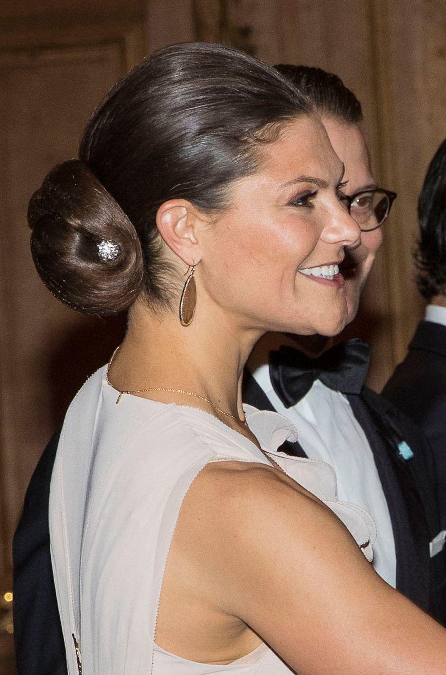 Détail de la coiffure de la princesse Victoria de Suède à Stockholm, le 22 septembre 2017
