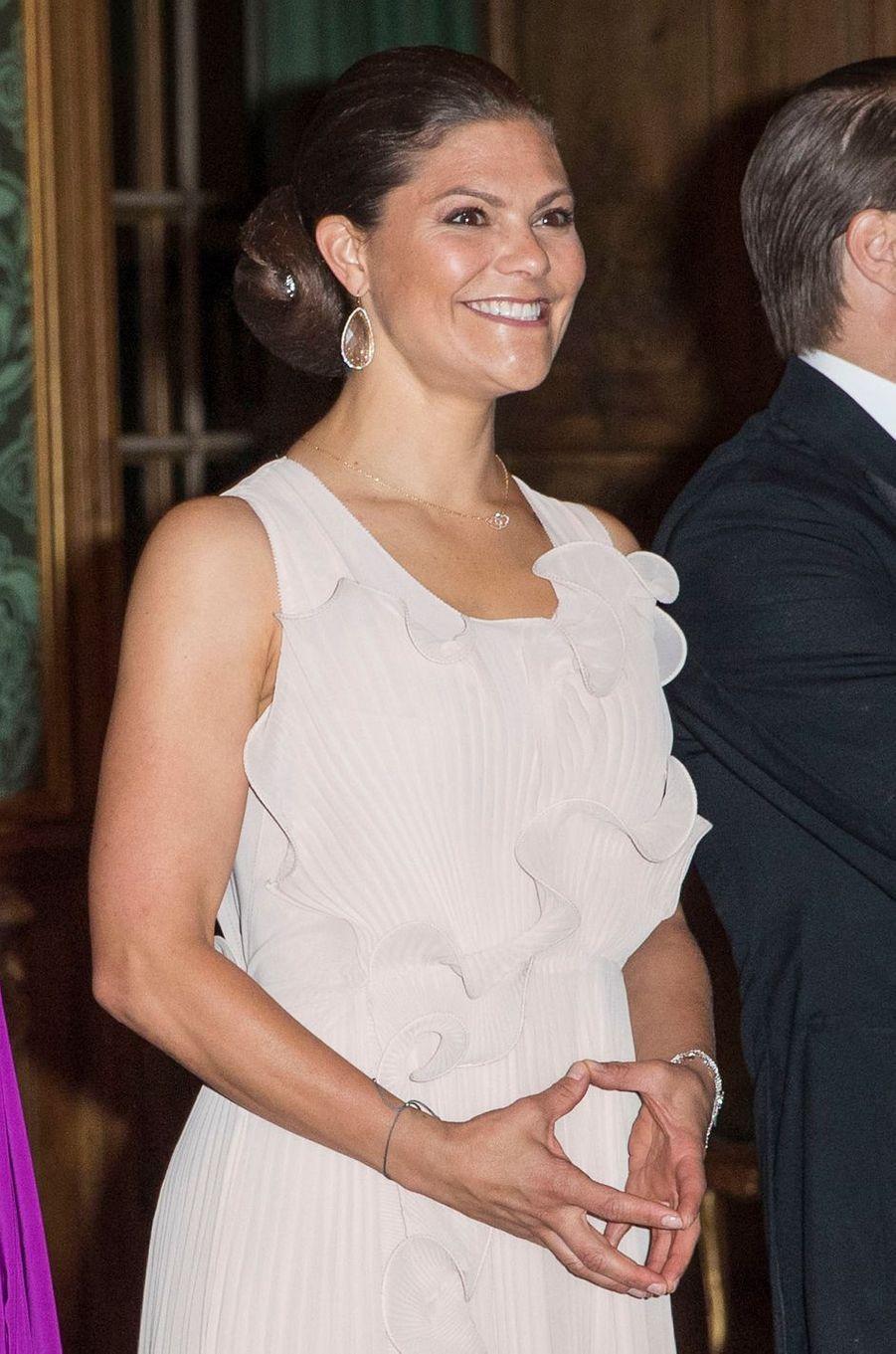 La princesse Victoria de Suède dans une robe H&M Conscious Exclusive, à Stockholm le 22 septembre 2017