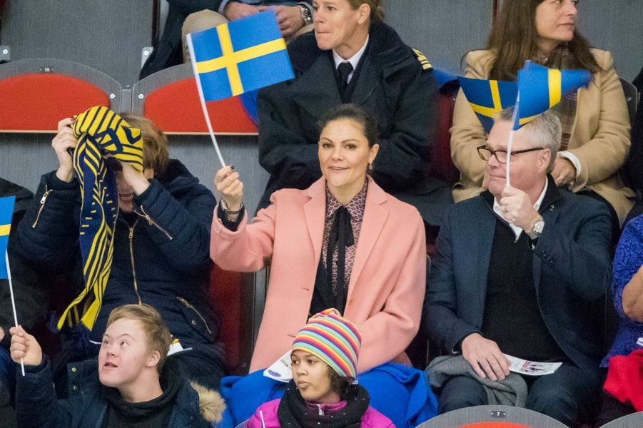 La princesse héritière Victoria de Suède assiste à un match de handi-hochey à Östersund, le 13 octobre 2017