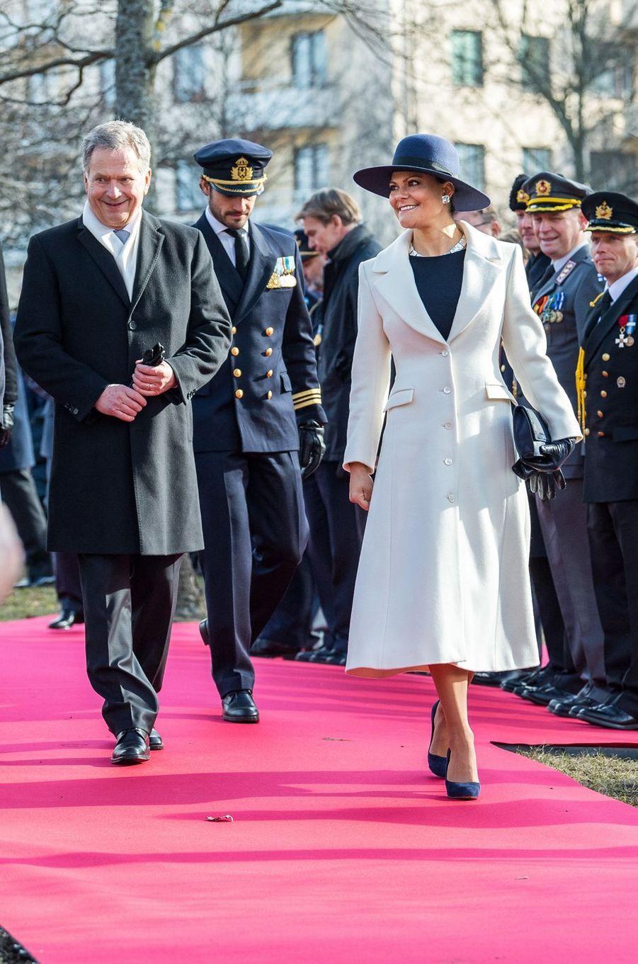 La princesse Victoria et le prince Carl Philip de Suède avec le président finlandais Sauli Niinistö à Stockholm, le 13 mars 2017