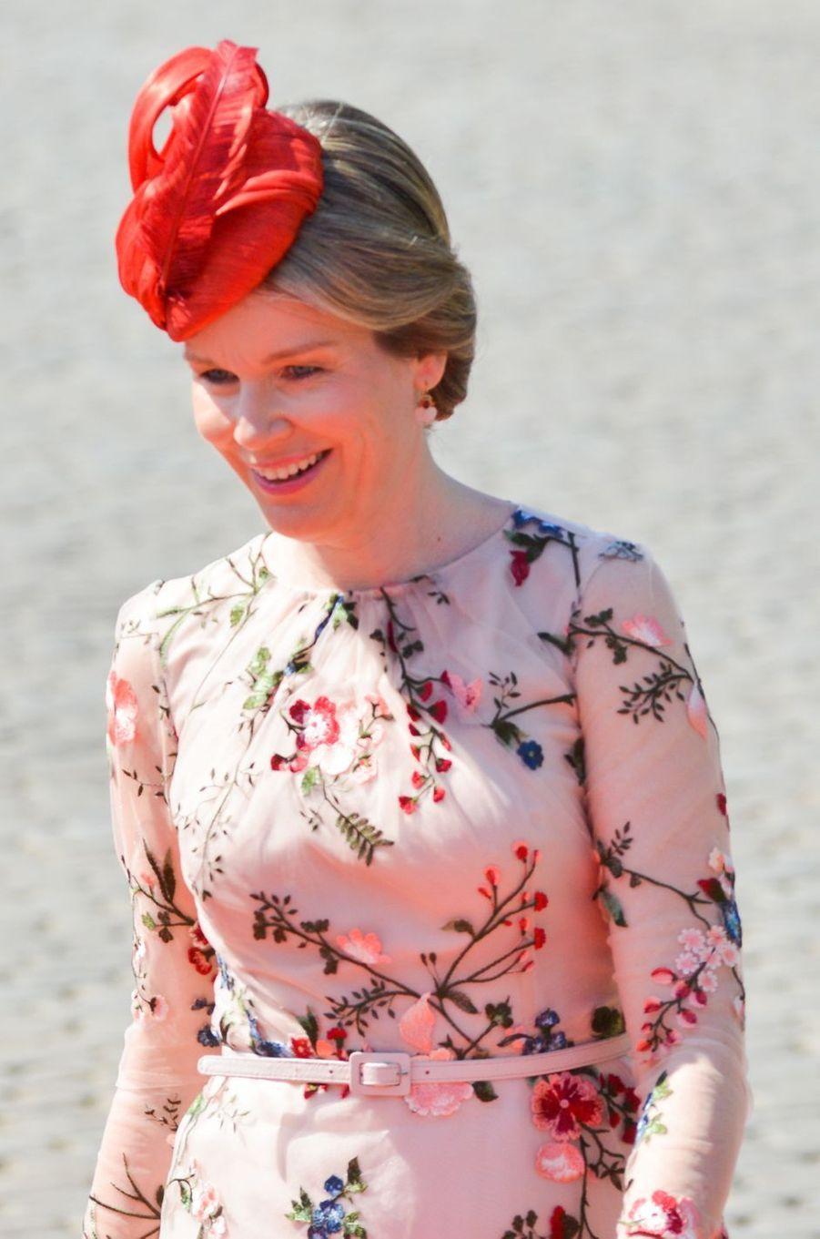 La reine Mathilde de Belgique en Natan Couture à Bruxelles, le 27 juin 2018