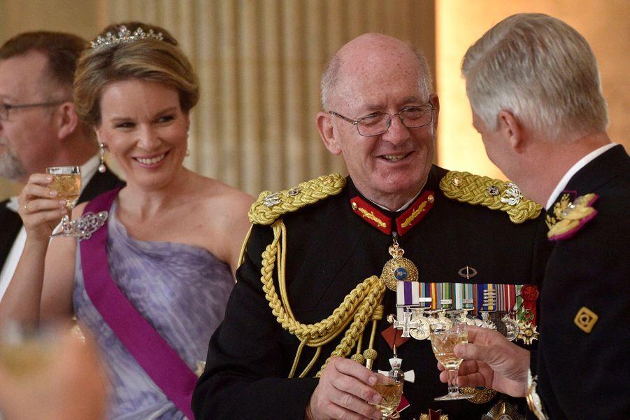 La reine Mathilde et le roi Philippe de Belgique avec le gouverneur général de l'Australie à Bruxelles, le 27 juin 2018