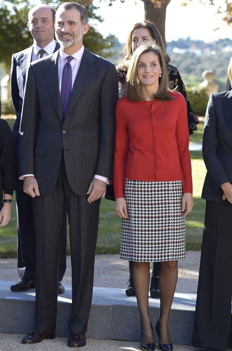La reine Letizia, en Hugo Boss, et le roi Felipe VI d'Espagne à Madrid, le 30 novembre 2017