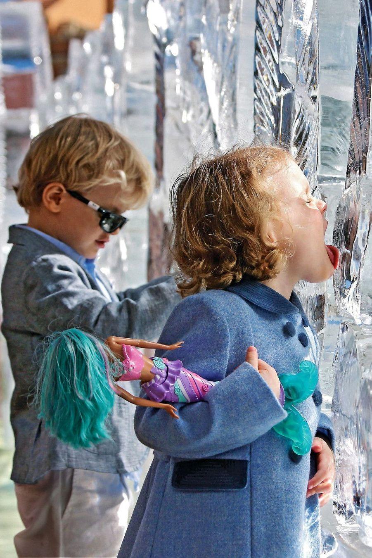 Tout à fait au goût de Gabriella : la surprise givrée de Mario Amegée, champion du monde de sculpture sur glace.