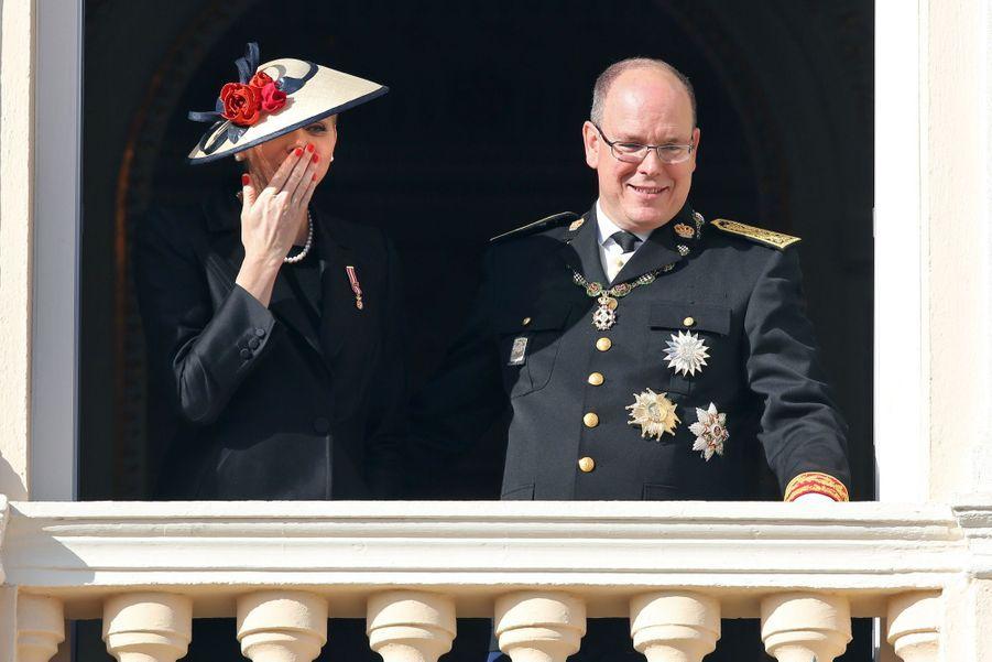Charlène de Monaco et le prince Albert au balcon du palais lors de la Fête Nationale