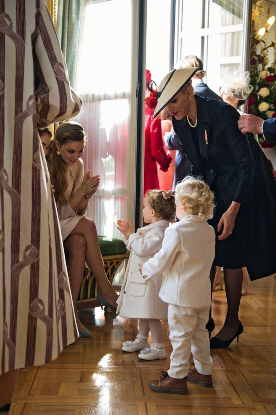Escortés par Charlène, Gabriella et Jacques en total look Armani, devant leur tante Beatrice Borromeo.