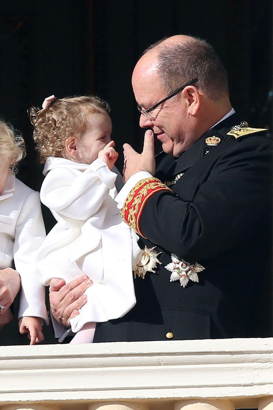 Le prince Albert et la princesse Gabriella au balcon du palais lors de la Fête Nationale