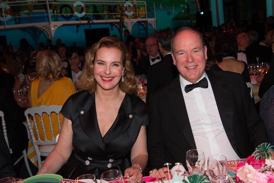 Carole Bouquet et le prince Albert au Bal de la Rose, au Sporting Monte-Carlo, le 30 mars 2019.