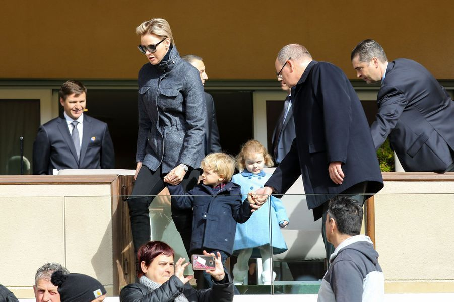 Albert, Charlène et les enfants en tribune, samedi au stade Louis-II.