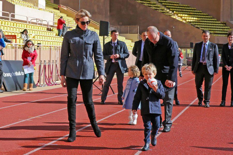 Charlène de Monaco, Albert de Monaco et les jumeaux Gabriella et Jacques, samedi au stade Louis-II.