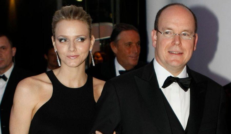 Son absence lors de la fête nationale monégasque avait fait jaser la presse people. Charlene était bien présente aux côtés du Prince Albert II Monaco, vendredi soir.