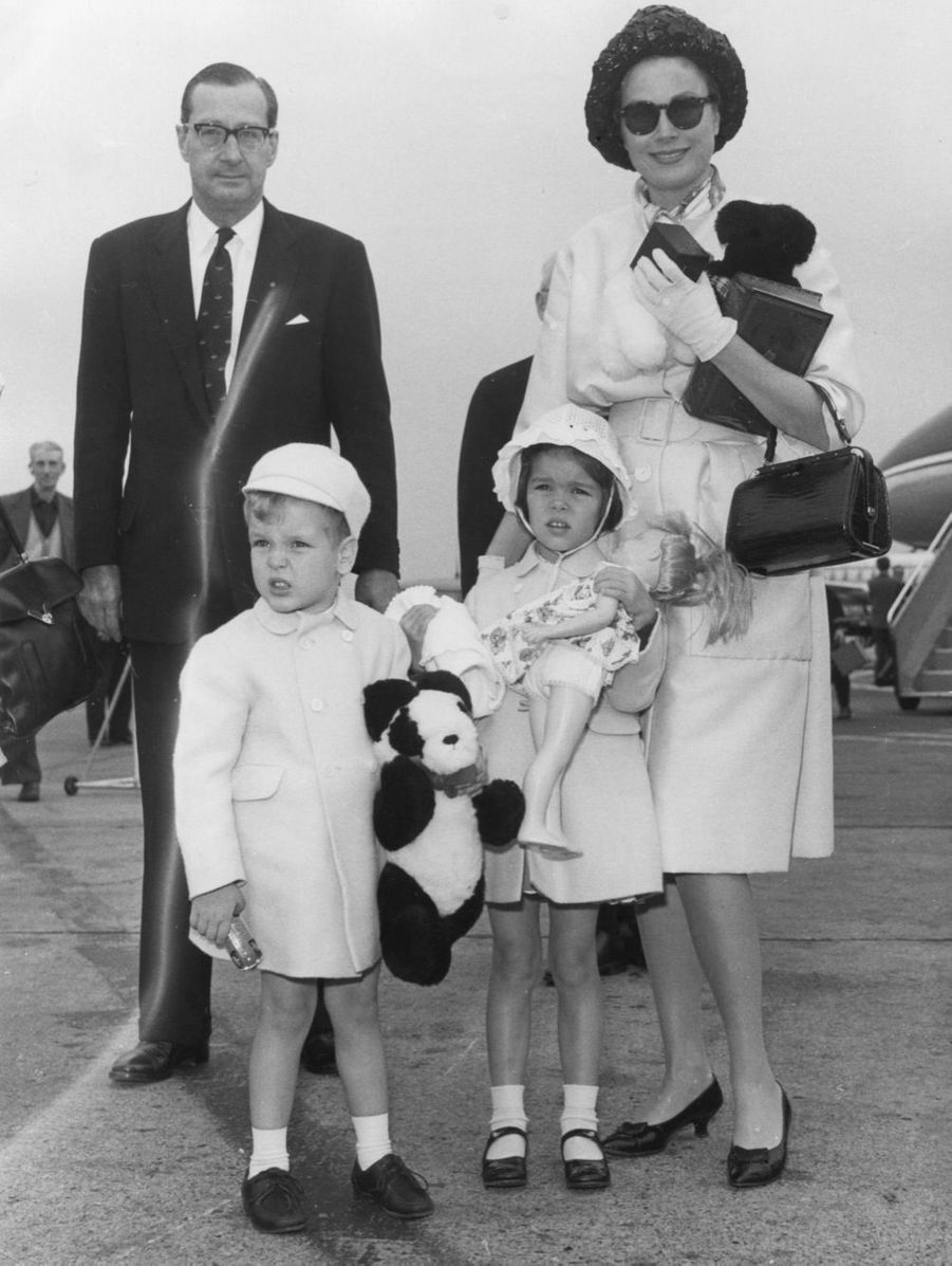 Albert avec sa mère Grace et sa soeur Caroline en 1961