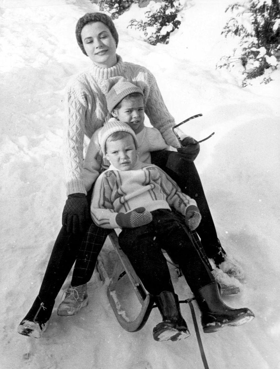 Albert et Caroline avec leur mère à Gstaad, en 1962