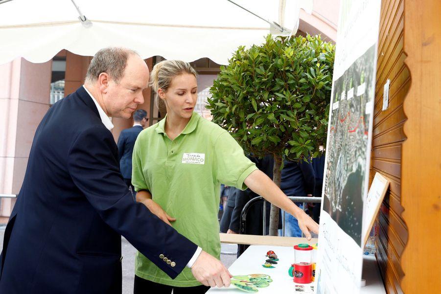 Le prince Albert II de Monaco visite le salon Monacology, le 9 juin 2017.