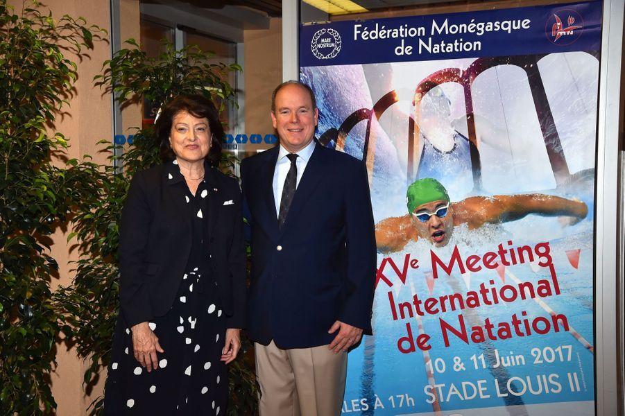 Le prince Albert II de Monaco et Yvette Lambin-Berti au XXXVème Meeting International de Natation de Monte-Carlo à Monaco, le 11 juin 2017.