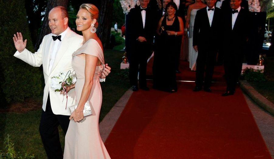 Comme à leur habitude, Albert II de Monaco et Charlene Wittstock ont fait une arrivée en toute élégance.