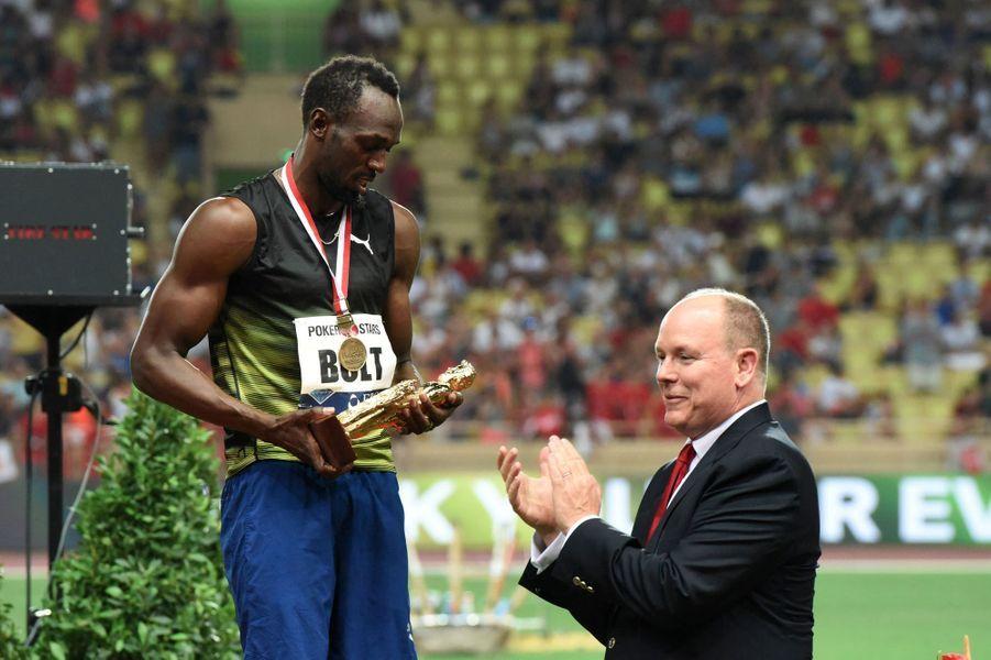 Remise du trophée à Usain Bolt par Albert II de Monaco.