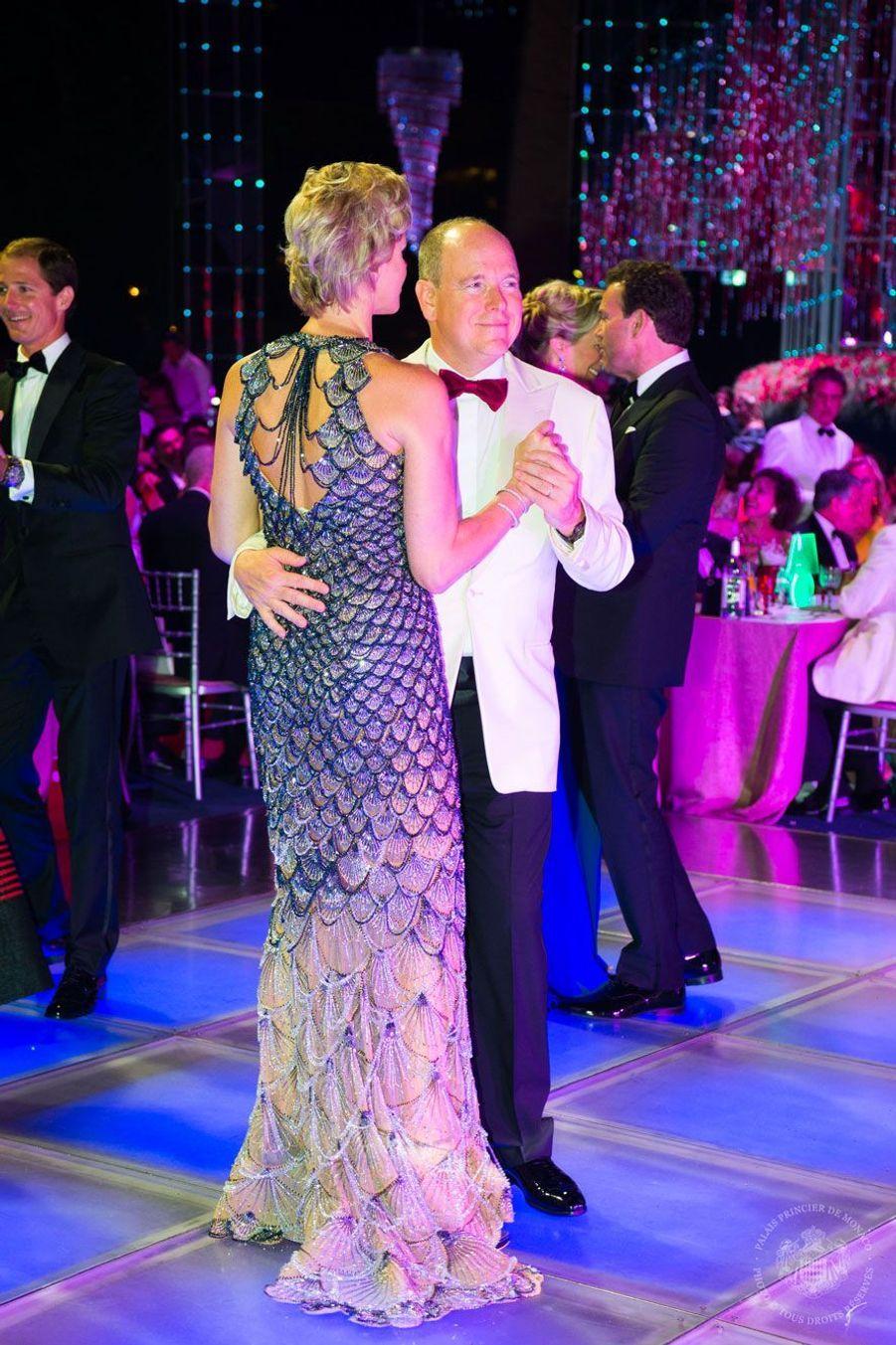 Albert et Charlène dansent, vendredi soir.
