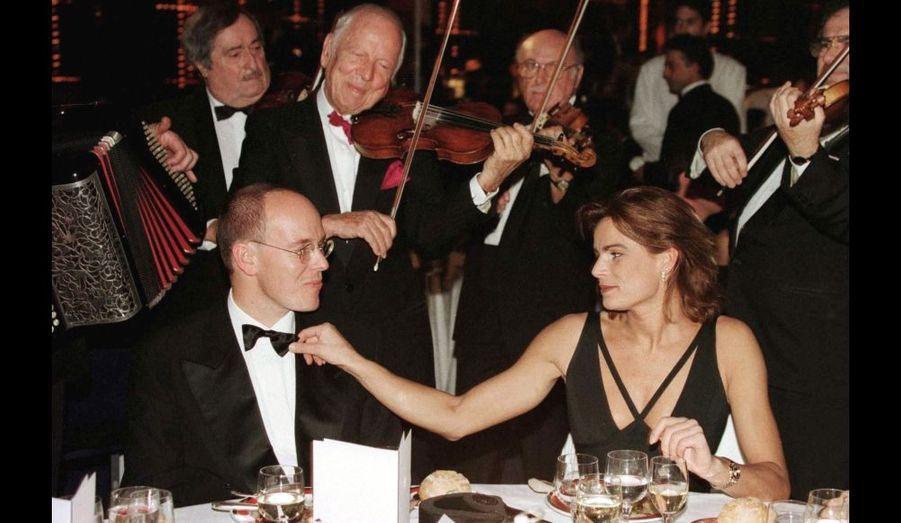 Albert et Stéphanie ont toujours été très proches complices. Retour en images sur cette histoire d'un bel amour fraternel...