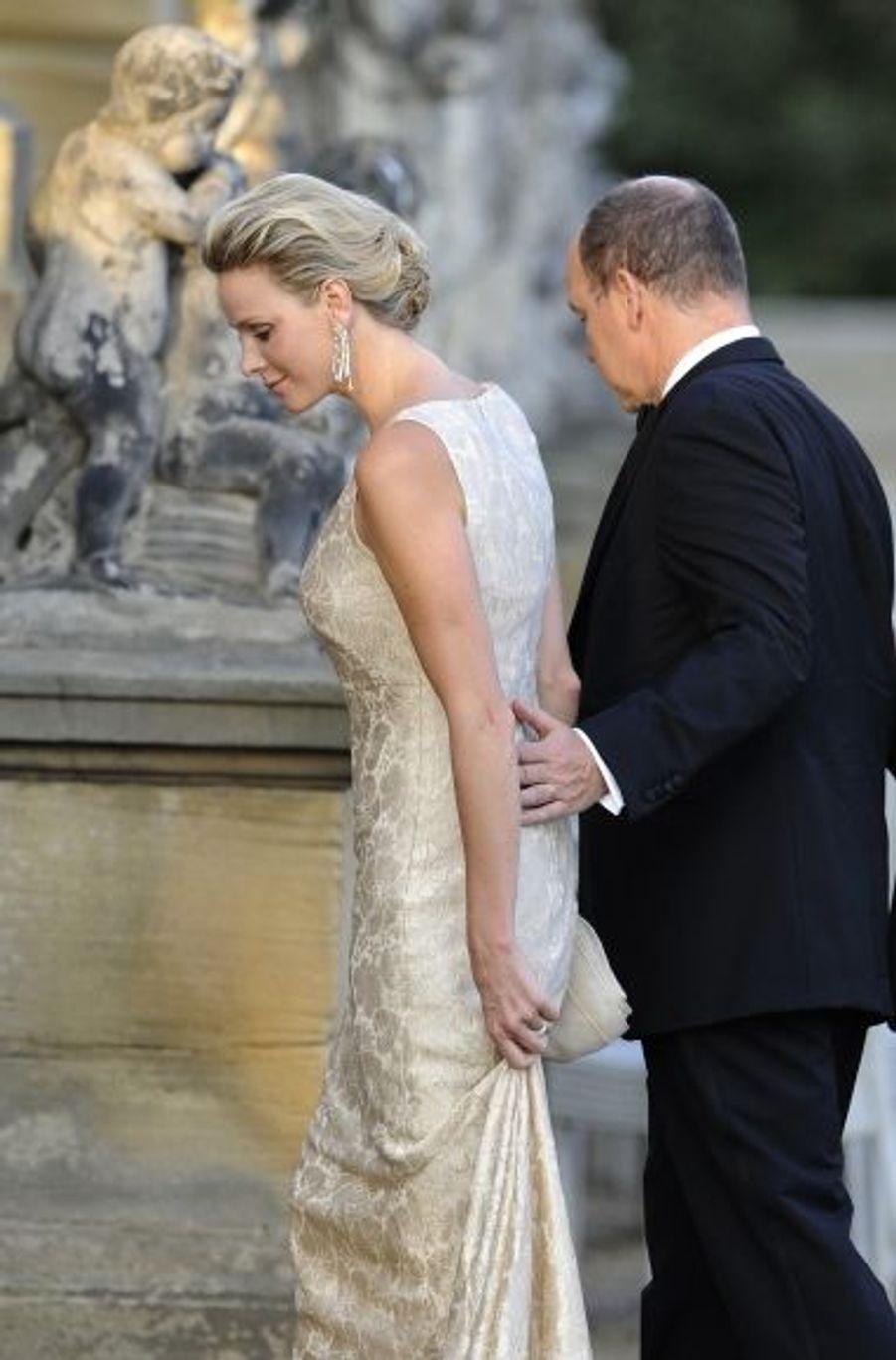 Le prince Albert II de Monaco portait son alliance, faisant taire les rumeurs.