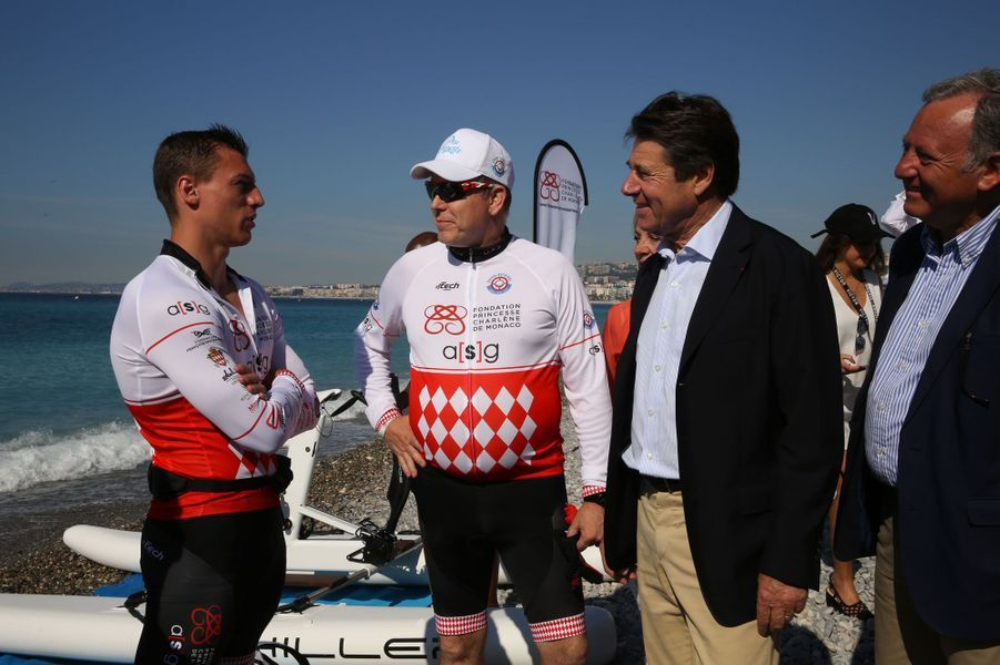 Le prince Albert II et Christian Estrosi, le maire de Nice, avant le départ du Riviera Water Bike Challenge.